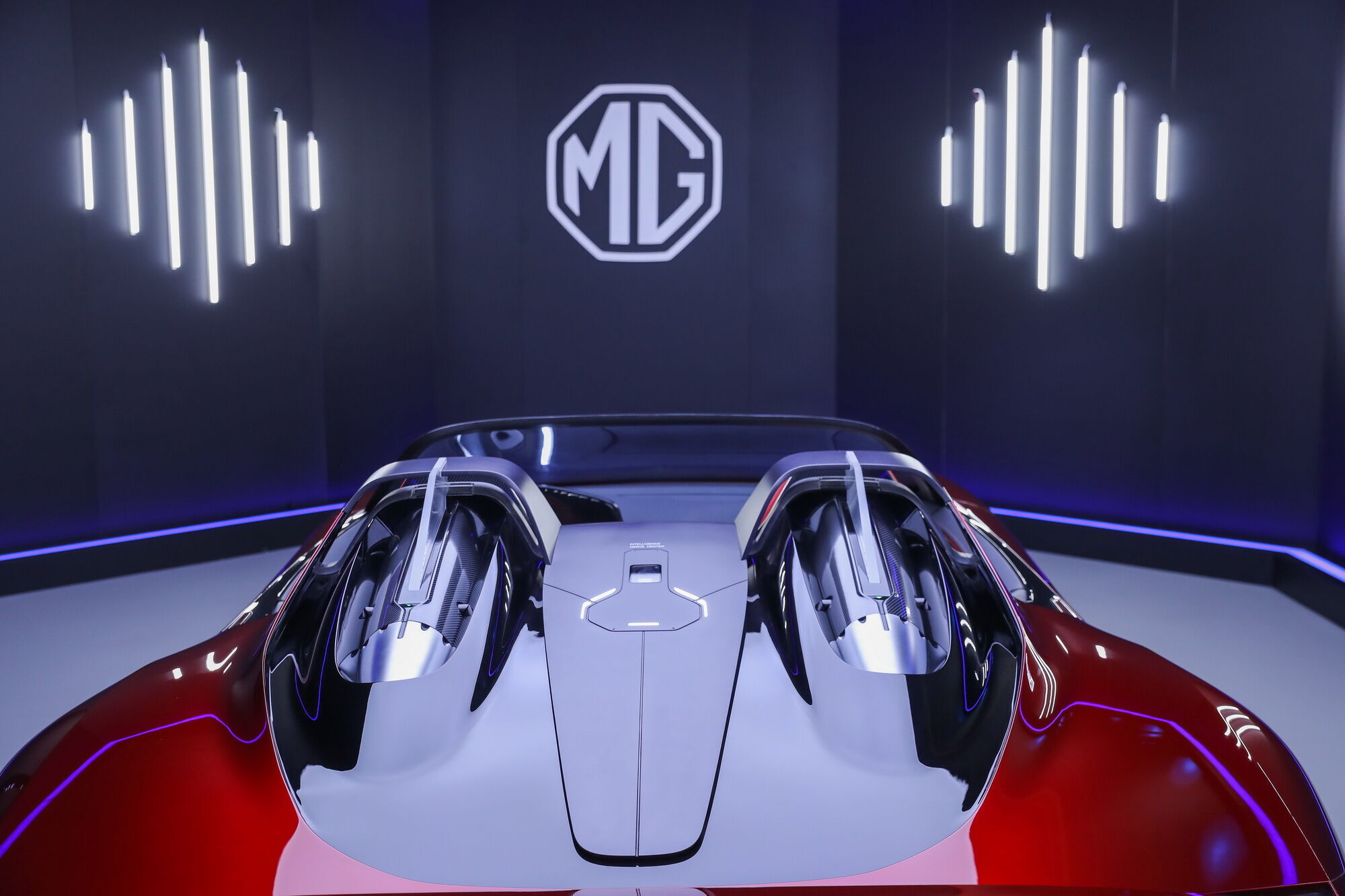 Концепт получил каркас безопасности с оригинальными аэродинамическими элементами в виде плавников