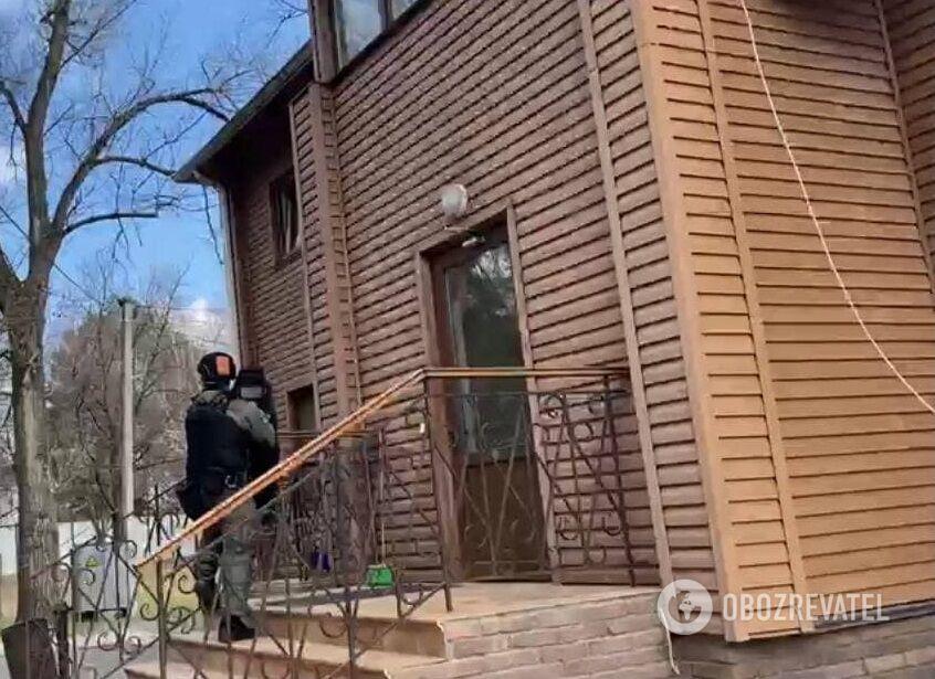 """Поліція нагрянула на фірму """"охоронців Медведчука"""""""