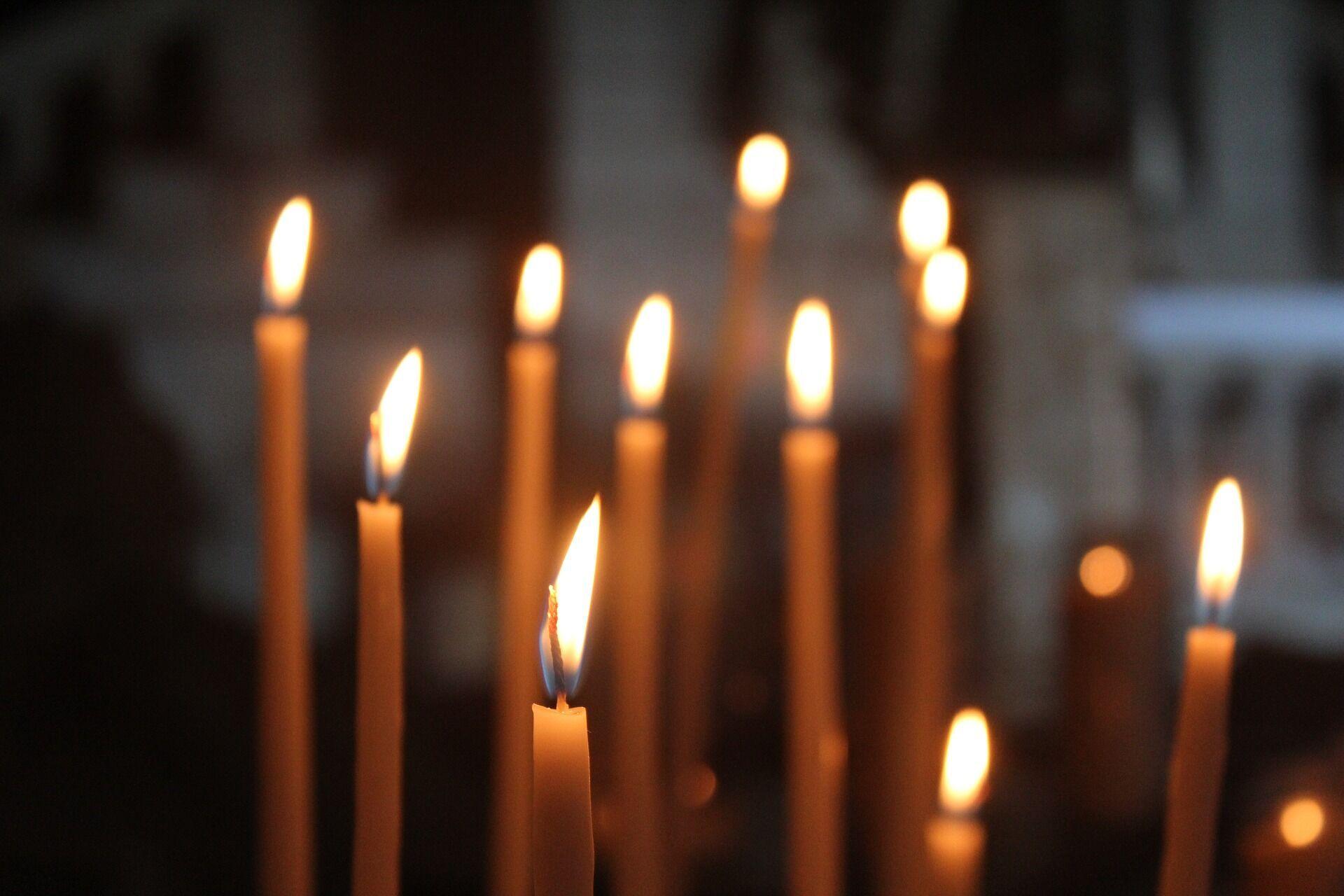 10 апреля верующим следует посетить храм и отстоять всю службу