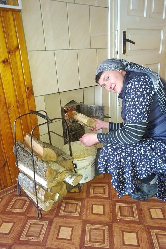Надія Савченко топить піч
