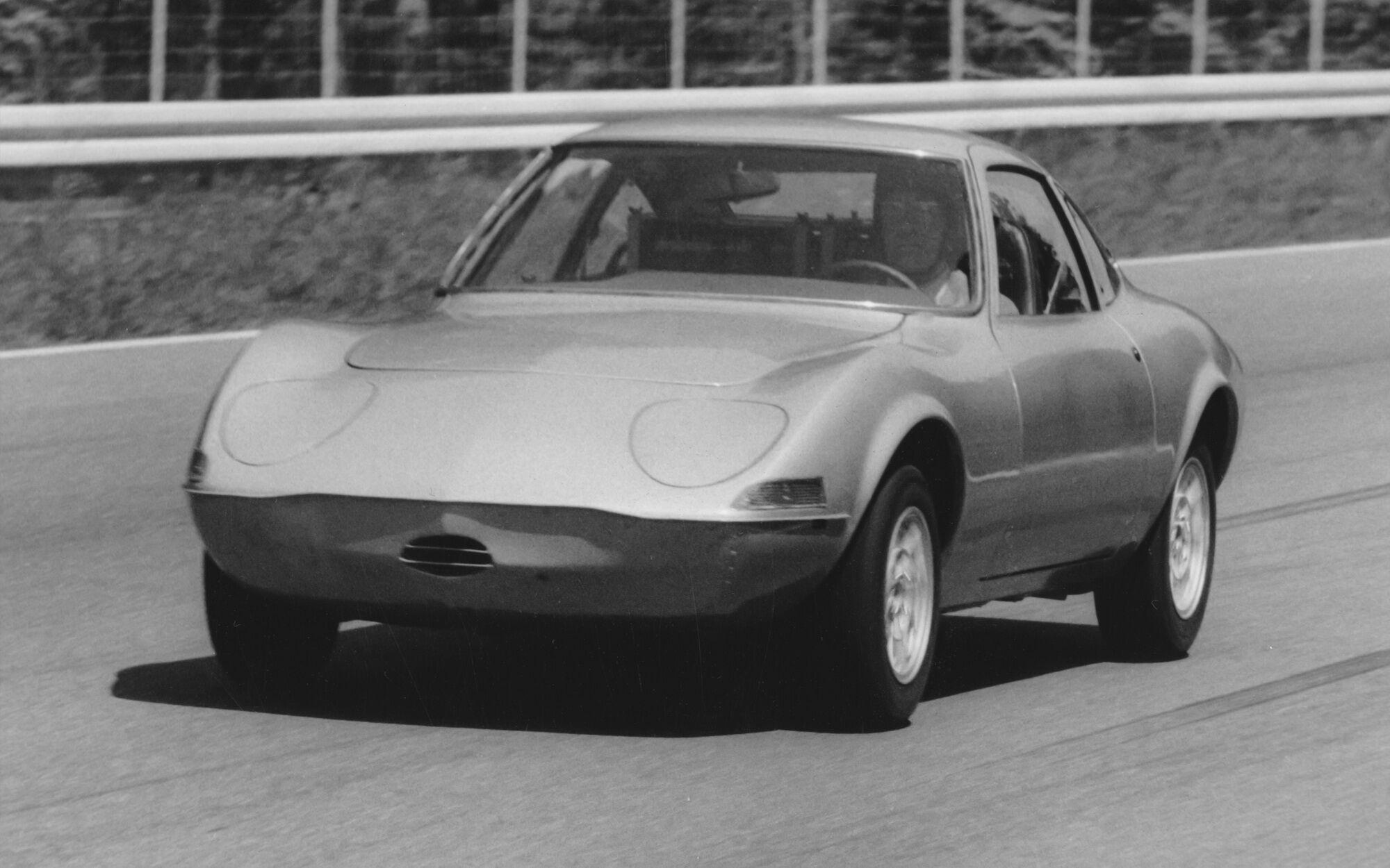 Opel Elektro GT був створений на базі серійної моделі Opel GT