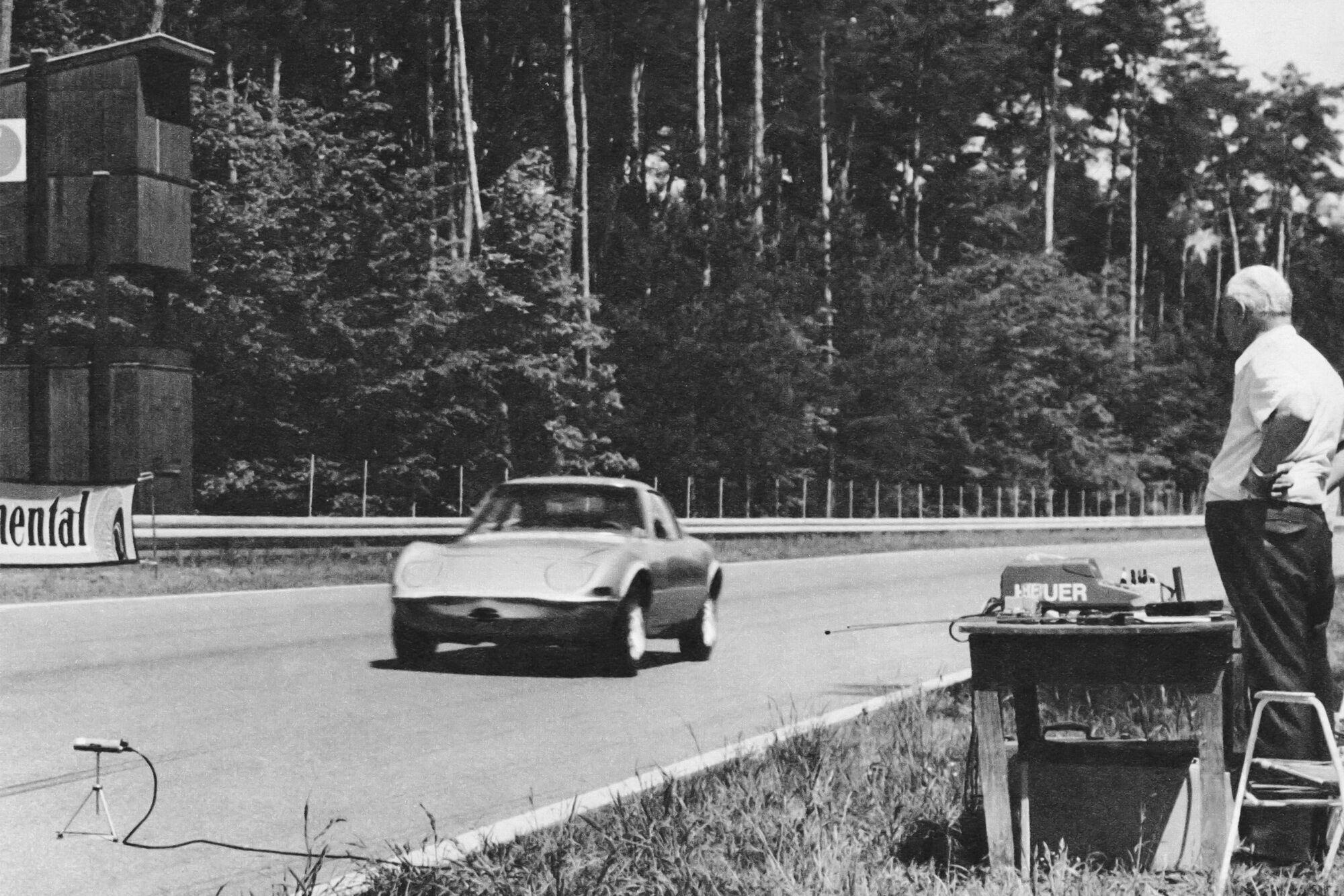 """За два дні на гоночному треку """"Хоккенхаймринг"""" у Німеччині Opel Elektro GT завоював одразу 6 світових рекордів у різних заліках"""