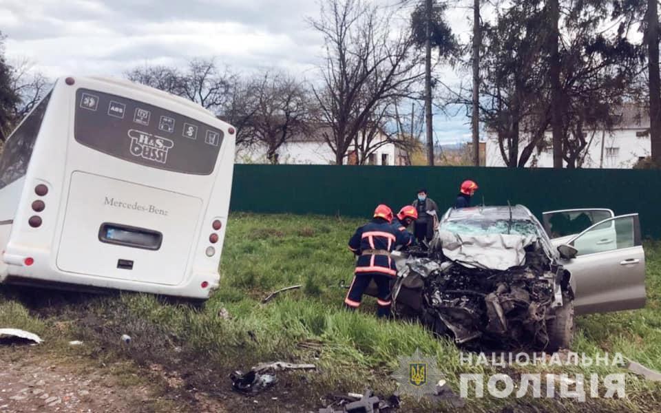 Водій і пасажирка Kia Sportage загинули
