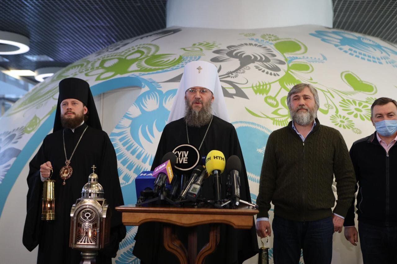 Делегація вилетіла в Єрусалим, а потім доставила в Україну Благодатний вогонь