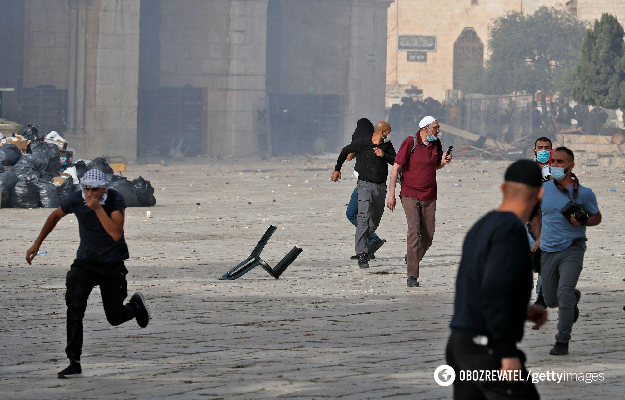 В Иерусалиме снова вспыхнули массовые столкновения, пострадали сотни людей. Фото и видео