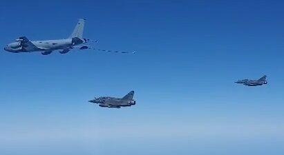 Росія перехопила літаки Франції.