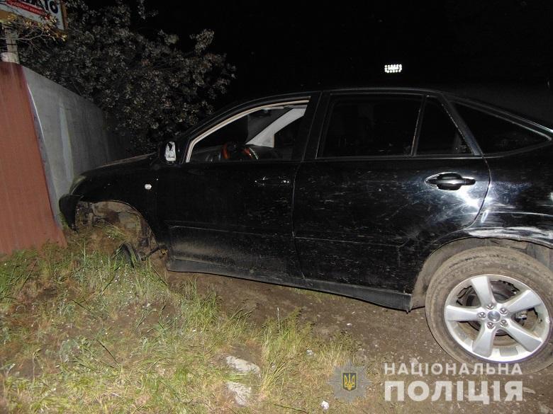 Автомобиль врезался в столб.