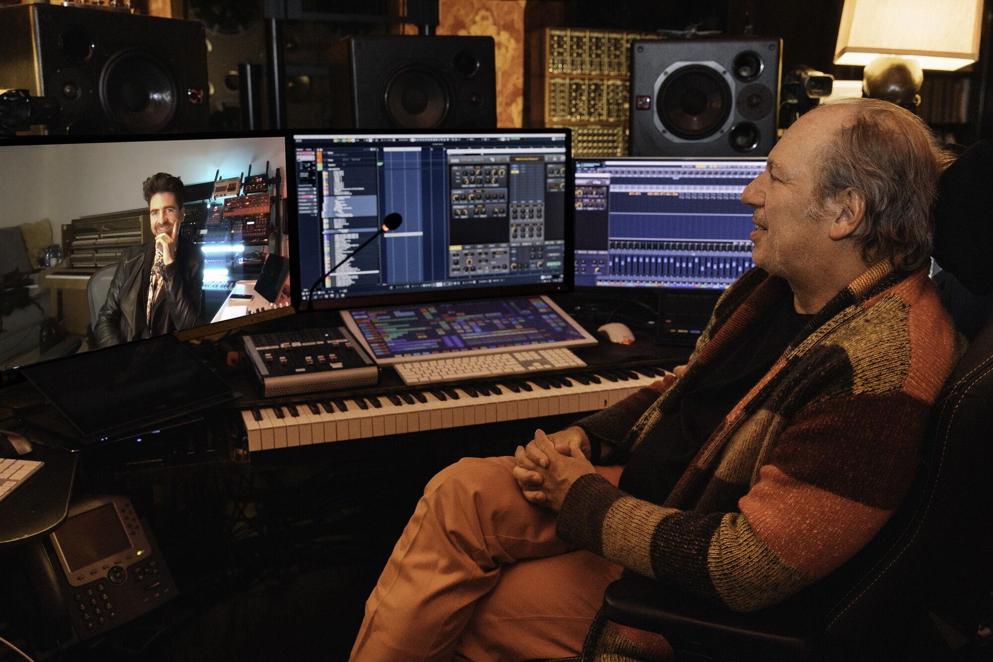 В рамках работы над проектом к созданию уникального звучания спорткара привлекли титулованного немецкого музыканта Ханса Циммера