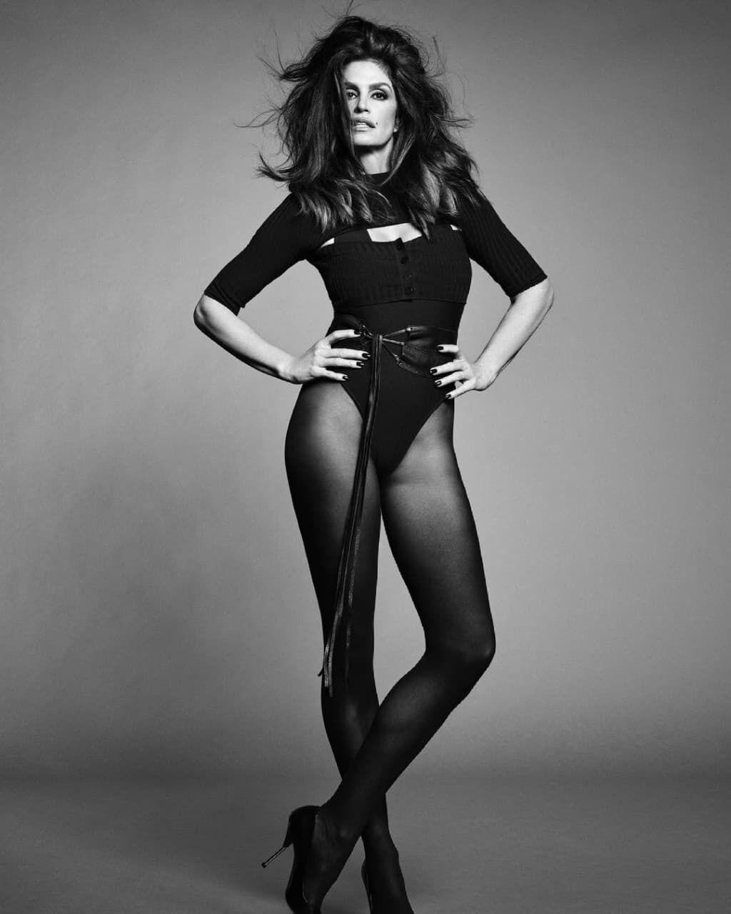 Синди Кроуфорд снялась в новой фотосессии.