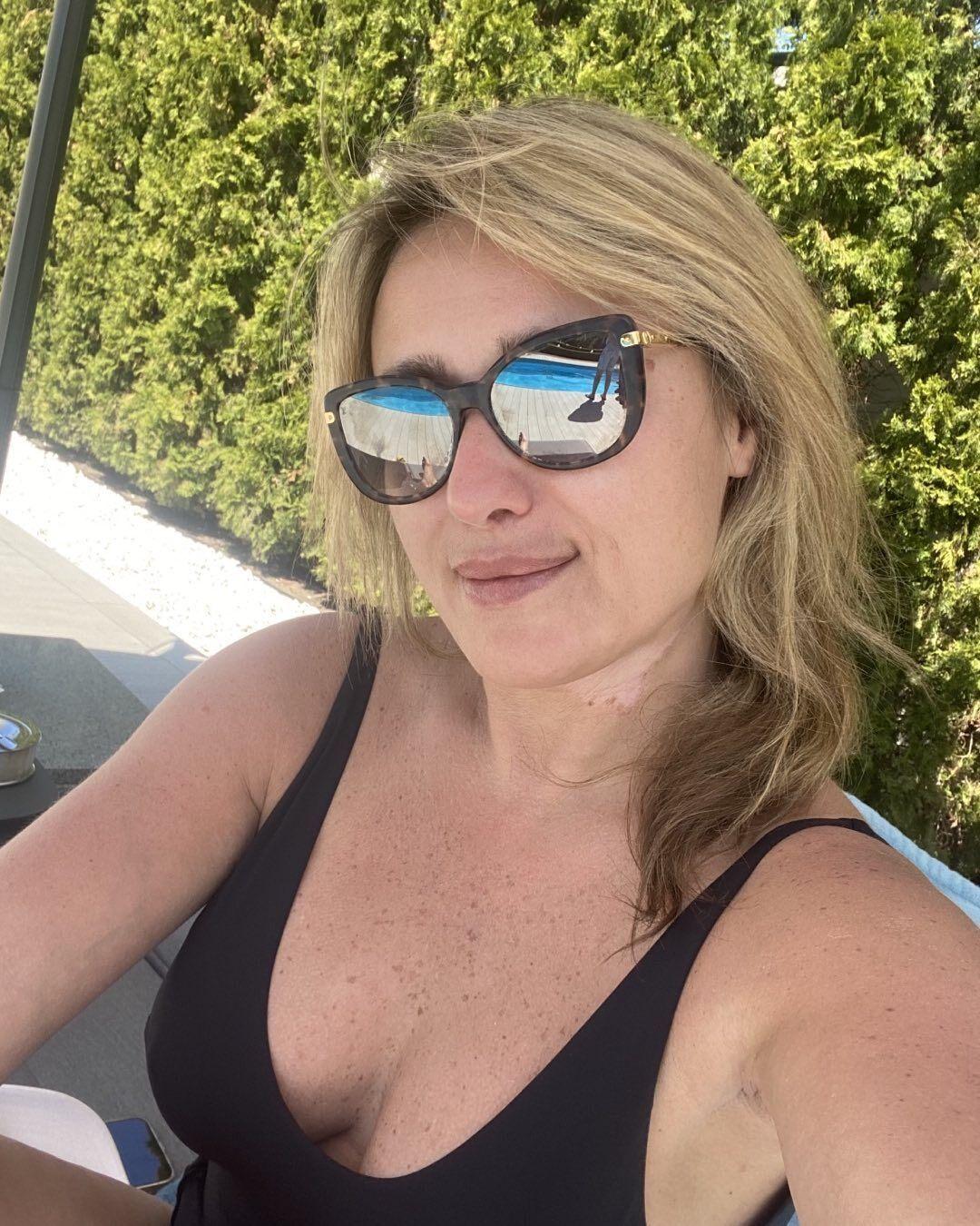 Светлана Суркис в купальнике
