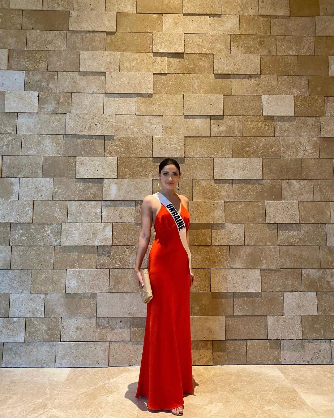 Елизавета Ястремская в элегантном платье