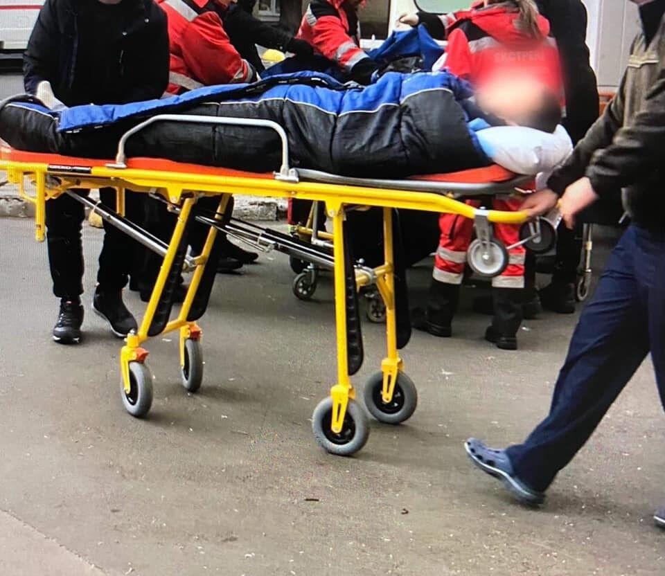 У Київський шпиталь прибув борт із важкопораненими: героям Донбасу потрібна допомога