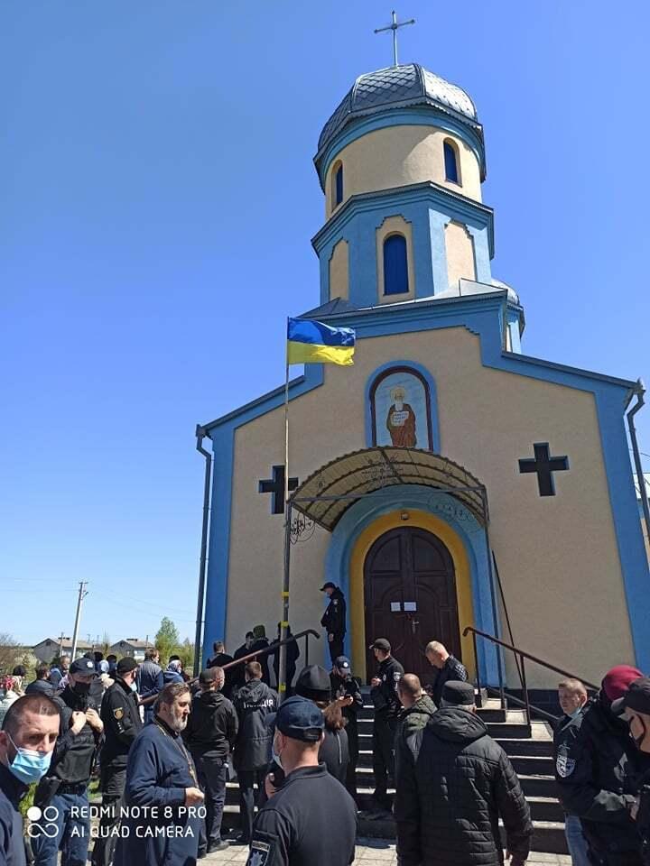 Конфликт возле церкви в Заболотье