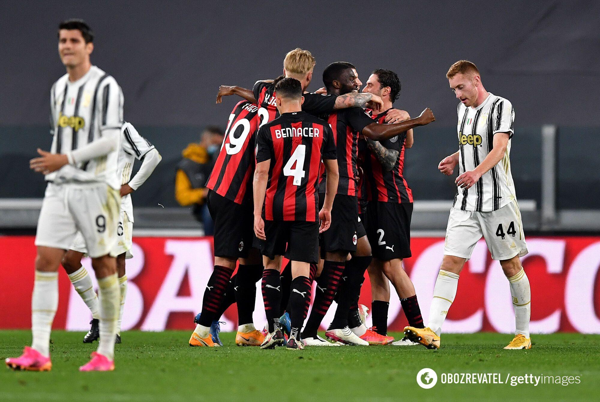 """Футболісти """"Мілана"""" святкують перемогу."""