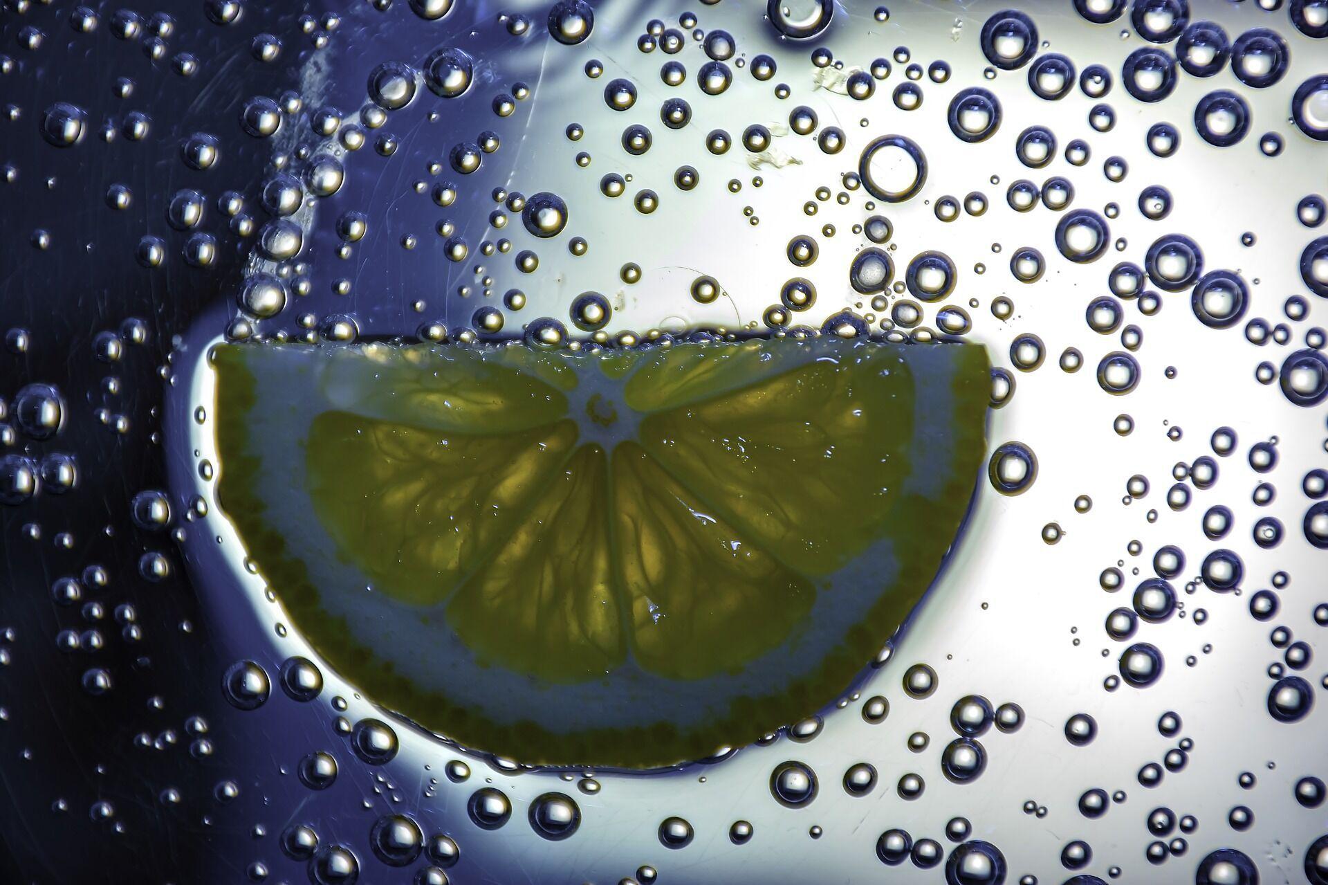 В лимонной воде много витамина С