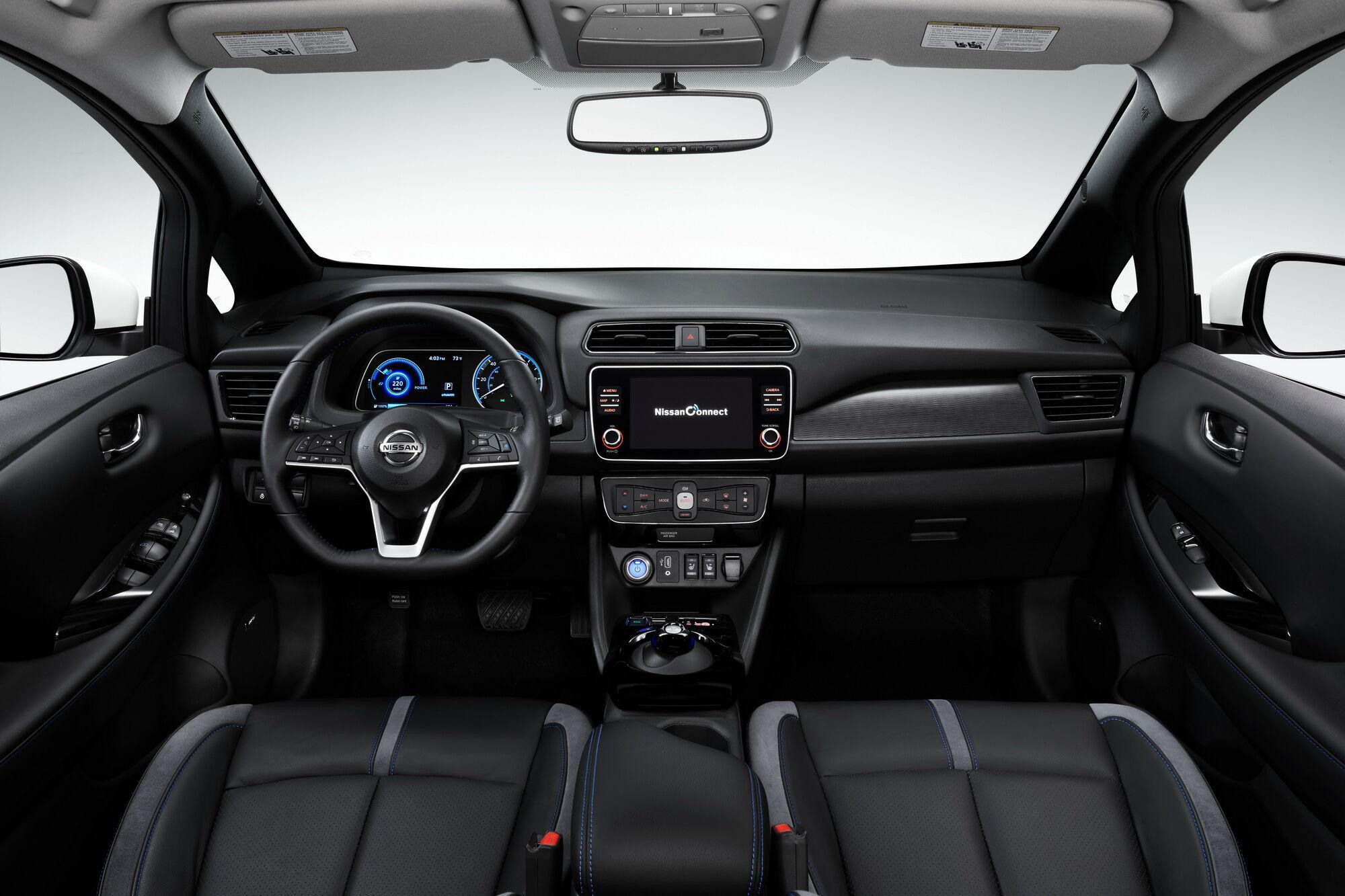 Мультимедійна система NissanConnect з 8-дюймовим сенсорним екраном підтримує Apple Car Play та Android Auto
