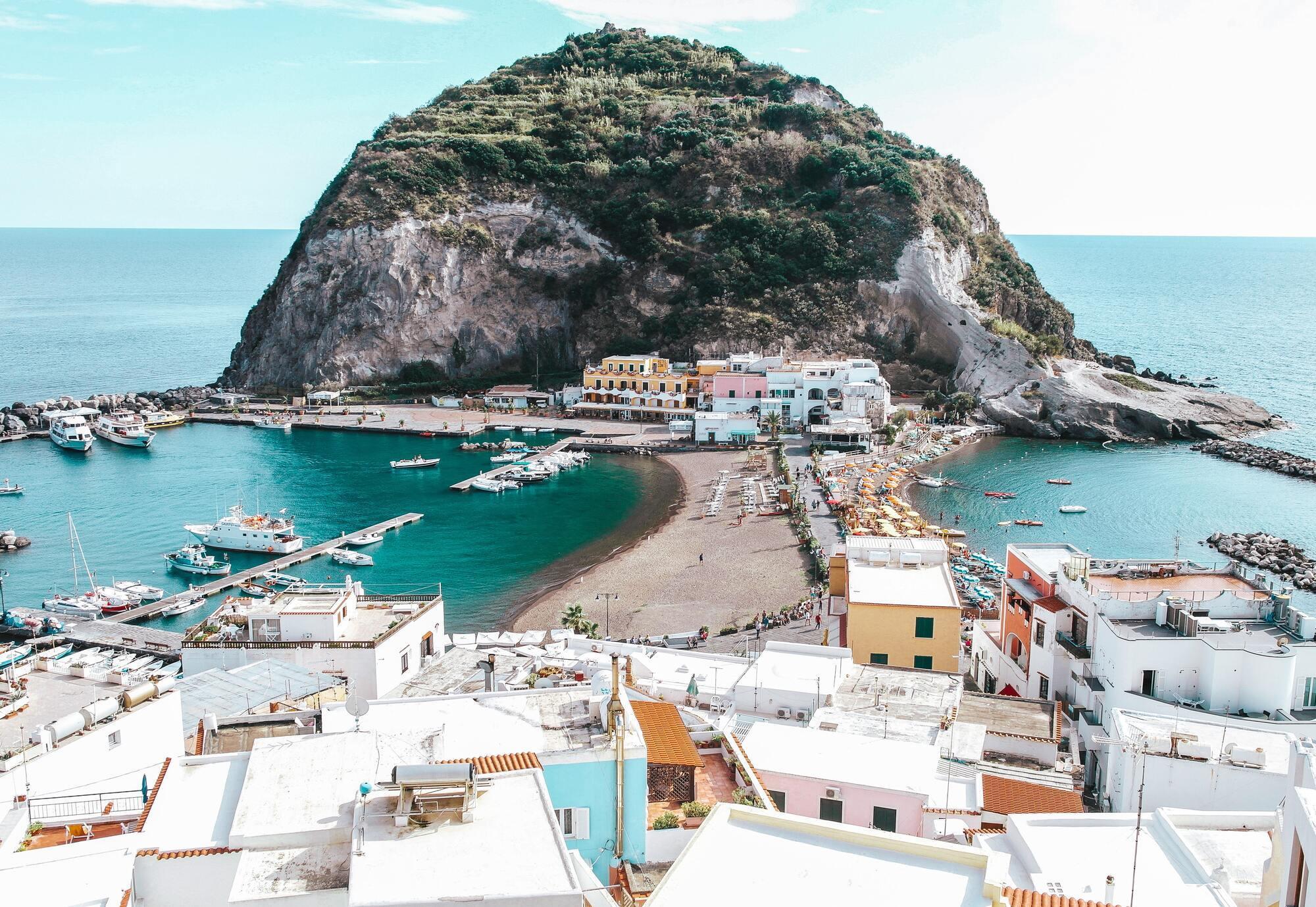 """Поєднання Італія відпочинок і """"все включено"""" – явище нечасте. Зазвичай літні тури в Італію включають переліт, трансфер, проживання в готелі та сніданок."""