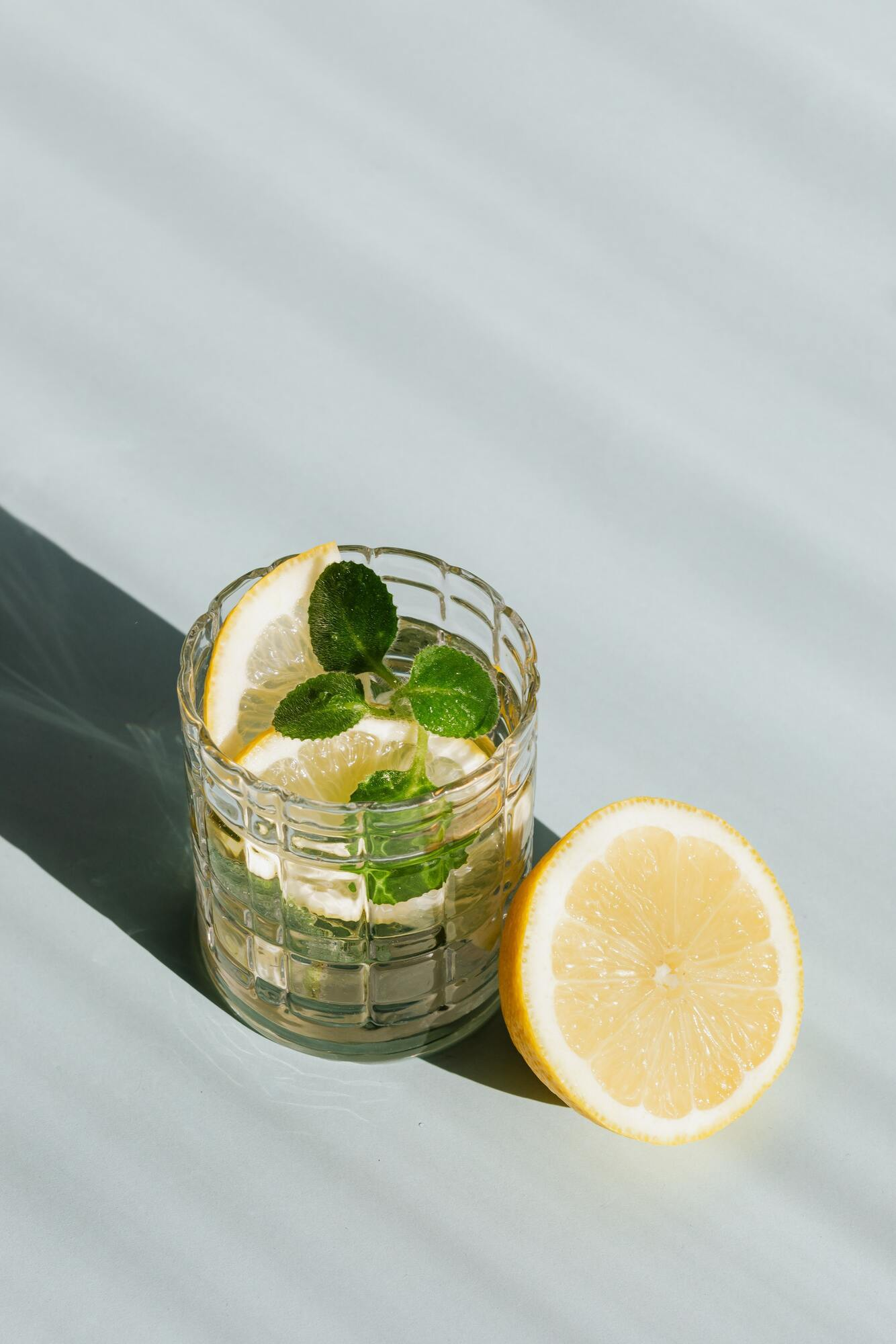 Вода с лимоном поможет в борьбе с лишним весом