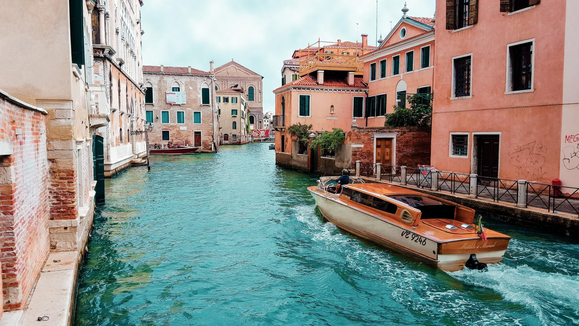 Оскільки туризм втратив багато грошей через пандемію коронавірусу, в Італії зараз будуть більш лояльними ціни для туристів.