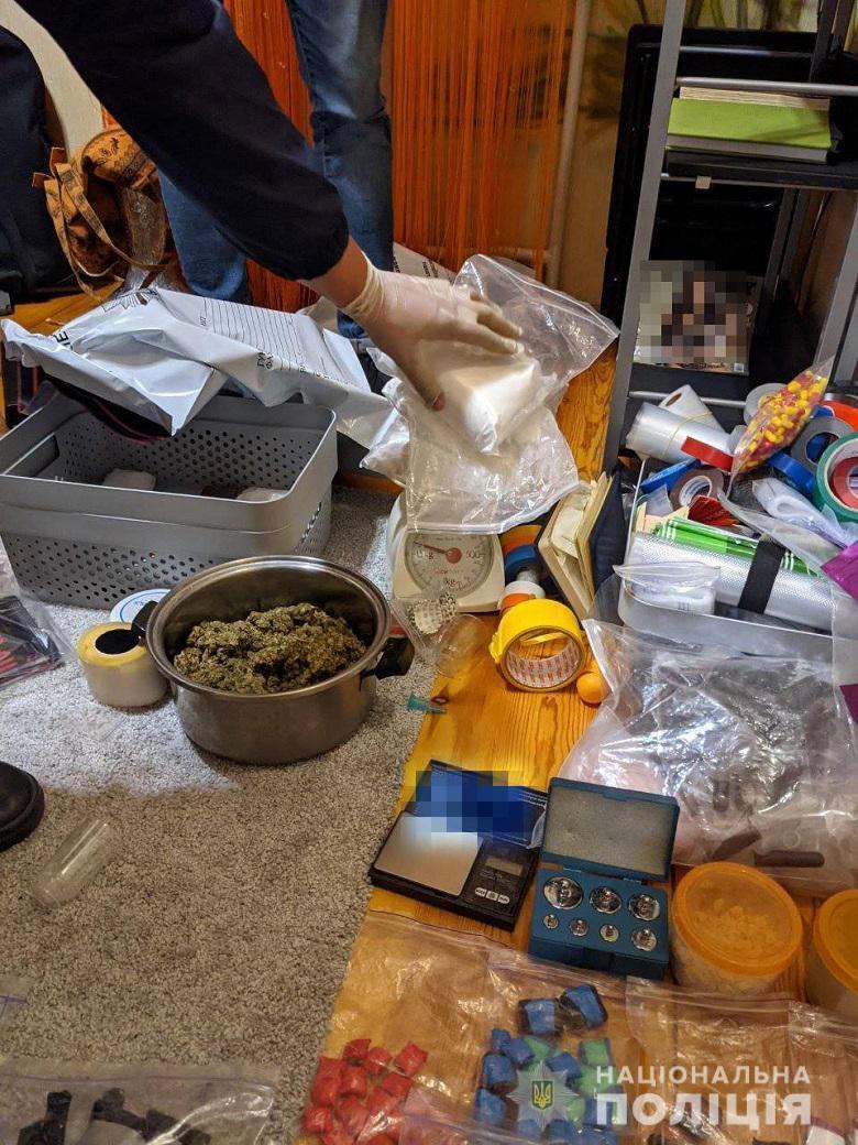 По факту распространения наркотиков открыто уголовное производство.