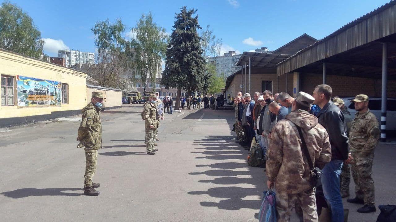 Участие в учениях принимают две тысячи военнообязанных