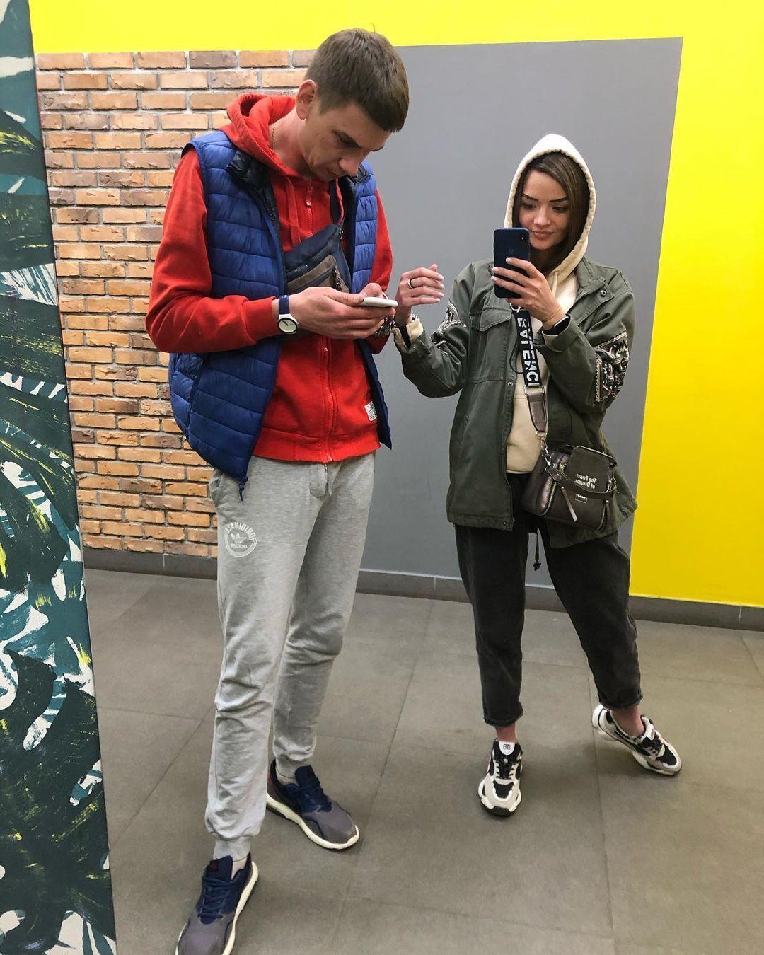 На данный момент Александр и Виктория живут в Киеве