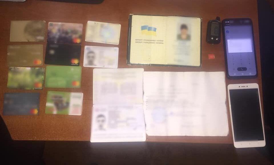 Мужчина забрал деньги и банковские карты погибшей родственницы.