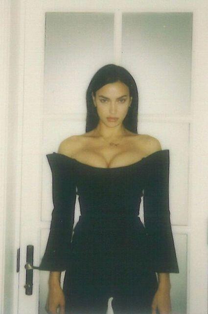 Ірина Шейк у стильному чорному костюмі