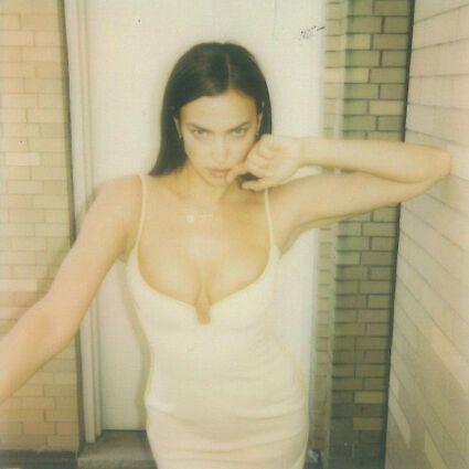 Ірина Шейк у відвертій сукні