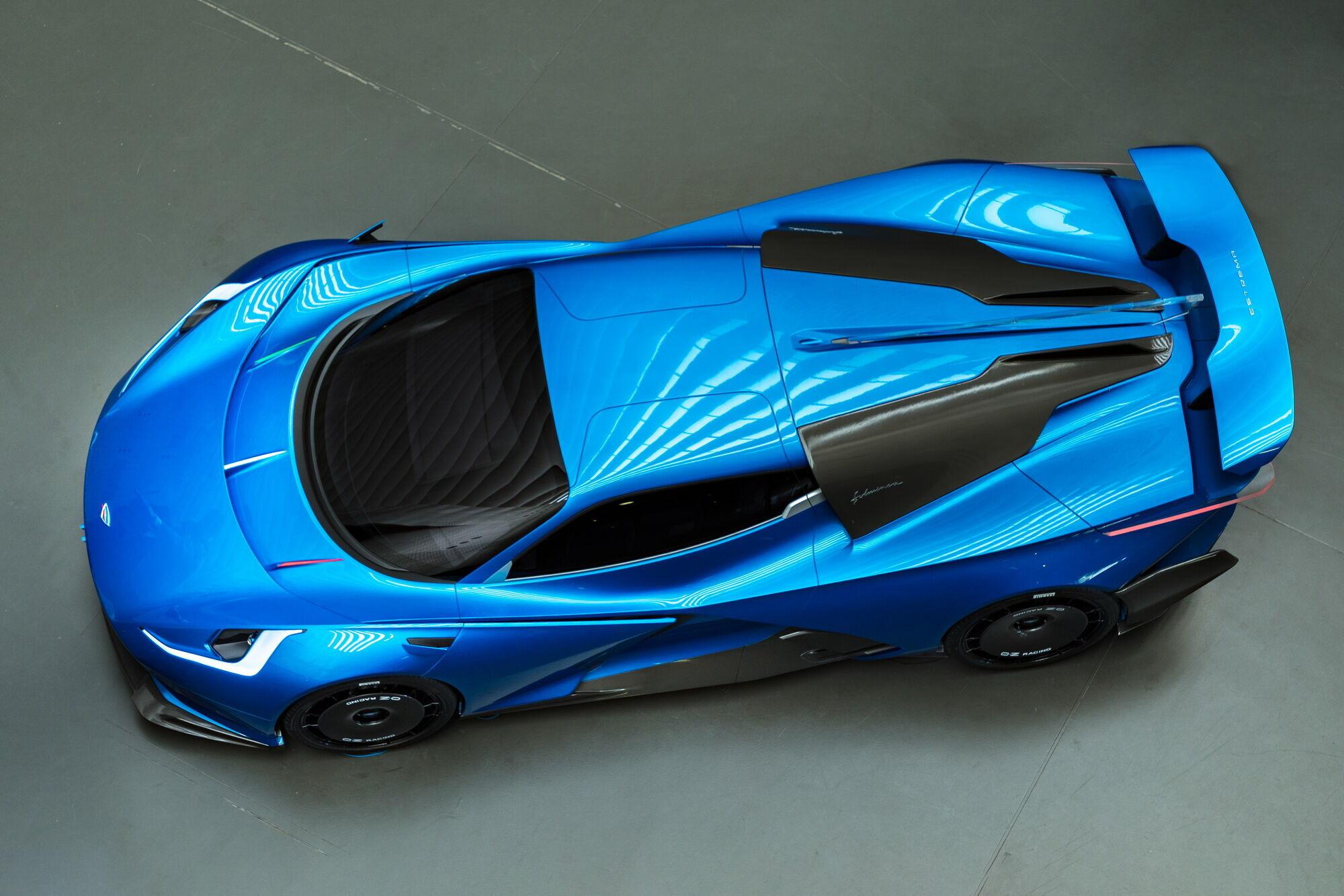 За словами творців, автомобіль здатний долати на одній зарядці близько 520 км