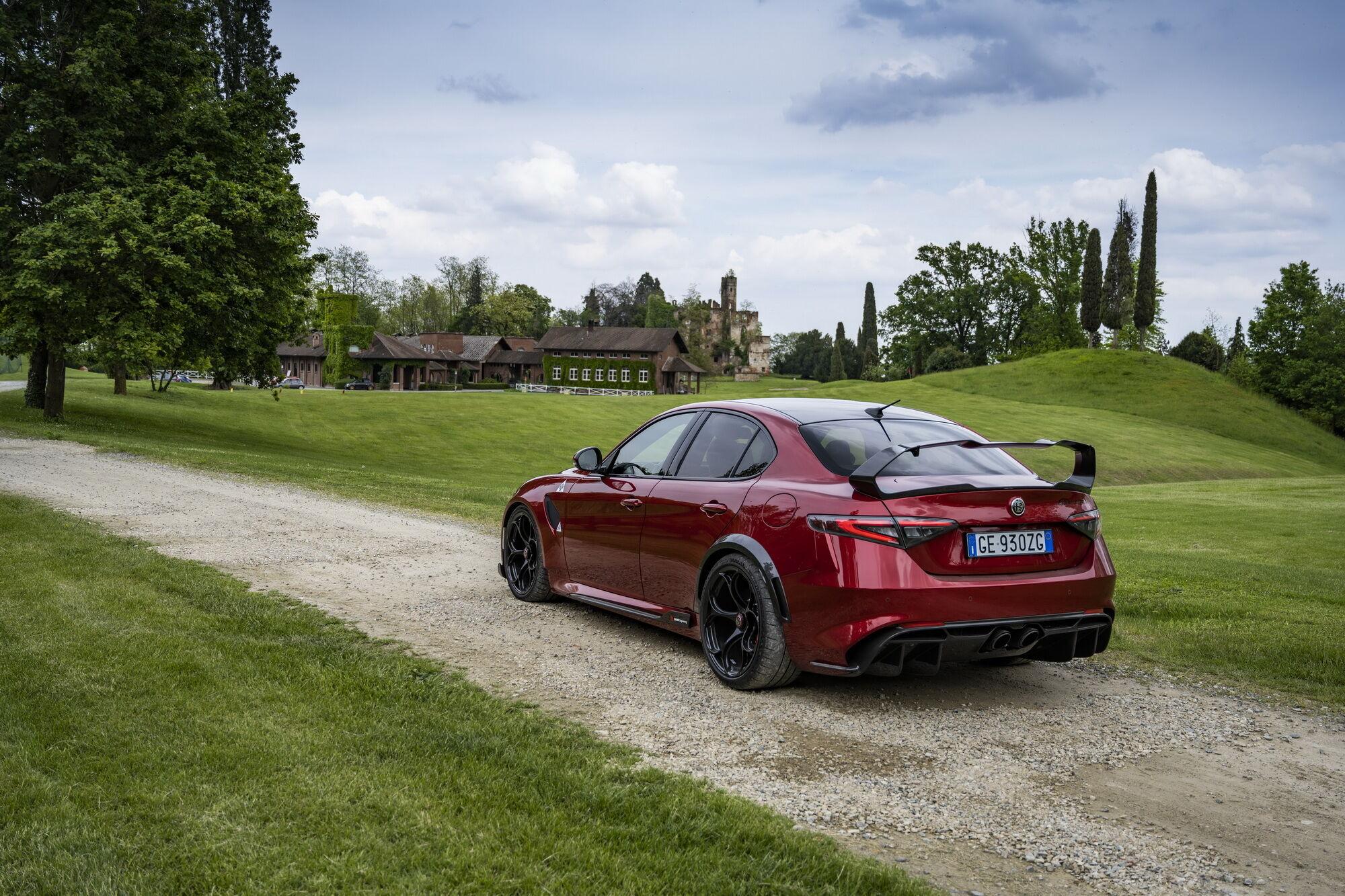 Версия Giulia GTAm обойдется минимум в 180 тысяч евро