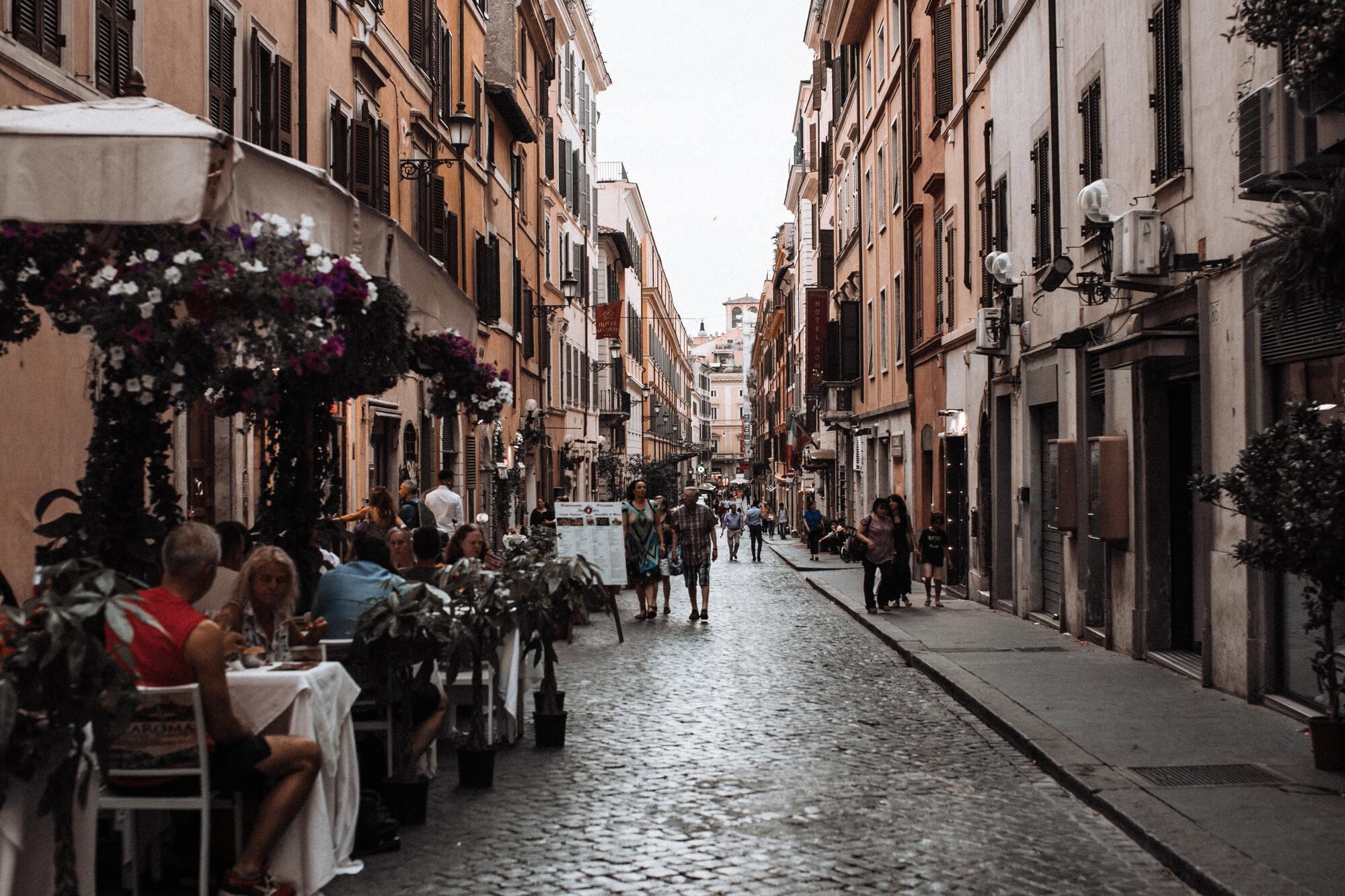 В итальянских ресторанах или кафе нельзя заказывать капучино после обеда или ужина.
