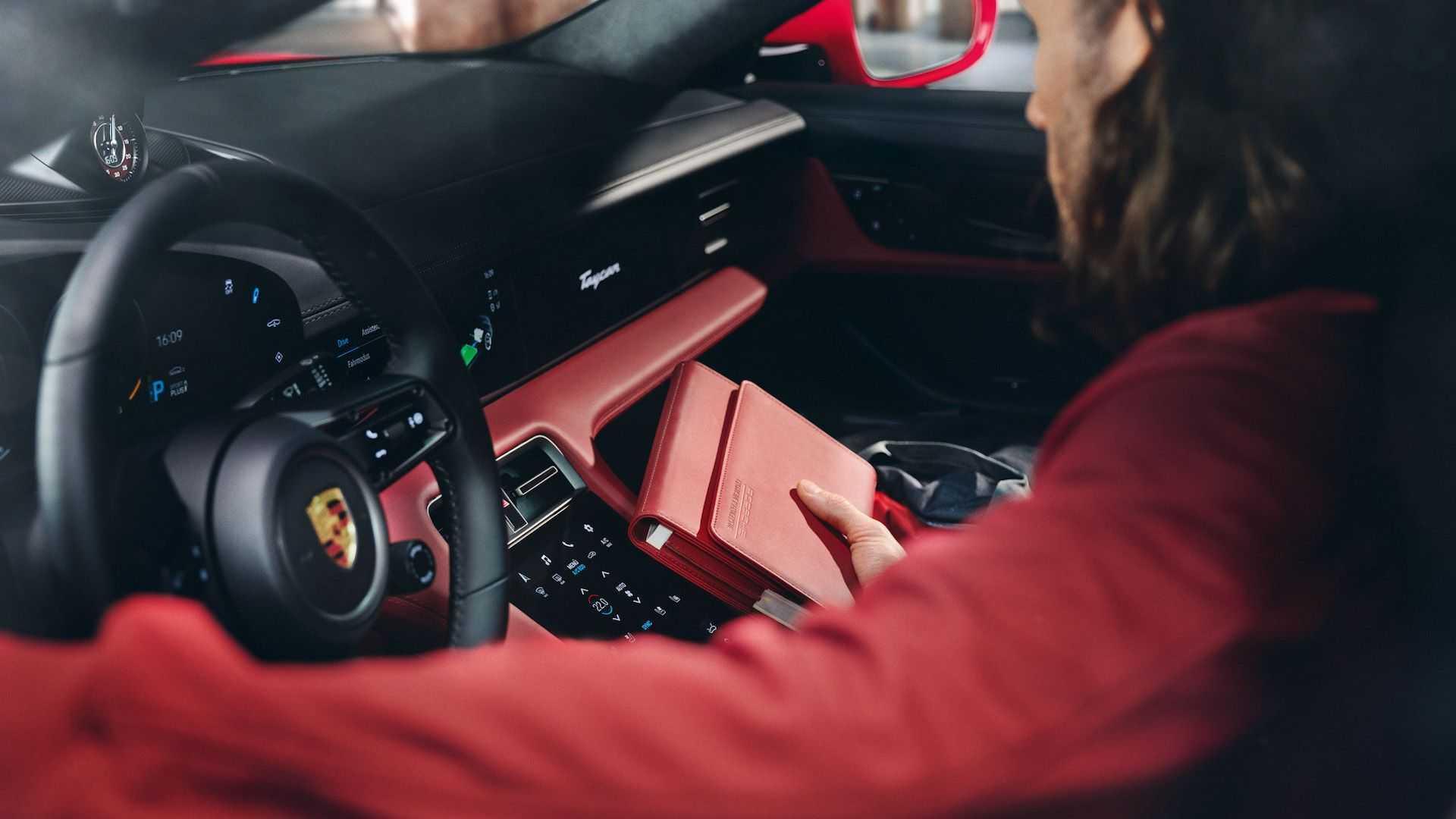 Кроме деталей автомобиля, можно заказать индивидуальные аксессуары