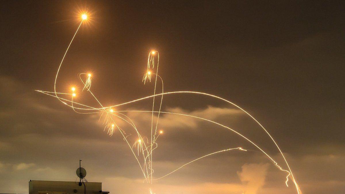 """""""Залізний купол"""" відбиває ракети ХАМАСу."""
