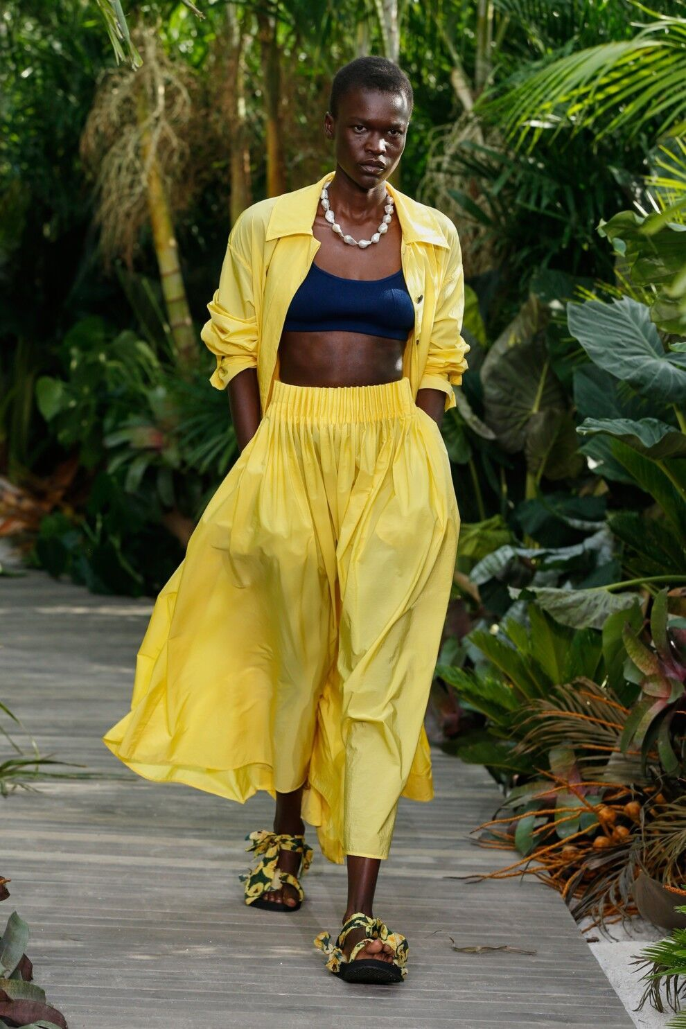 Модный желтый костюм от Jason Wu