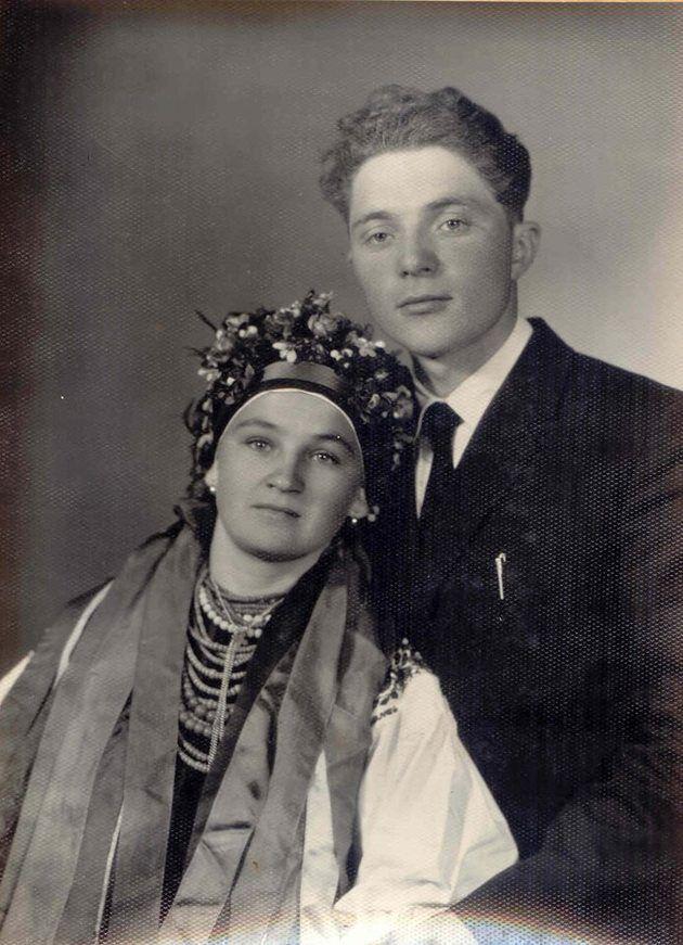 Молодожены Андрей и София Сороки в 1965 году.