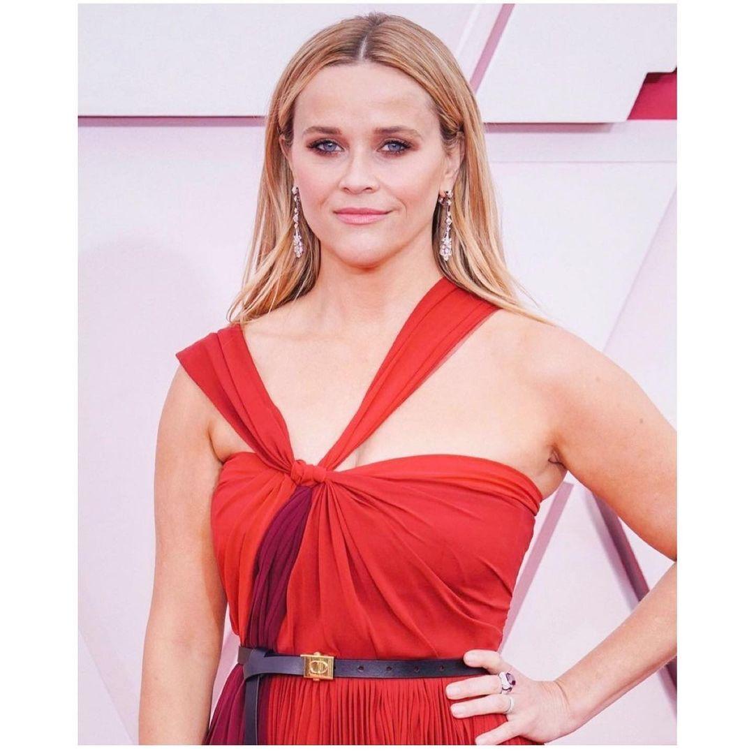 Риз Уизерспун появилась на Оскаре с трендовым летним макияжем