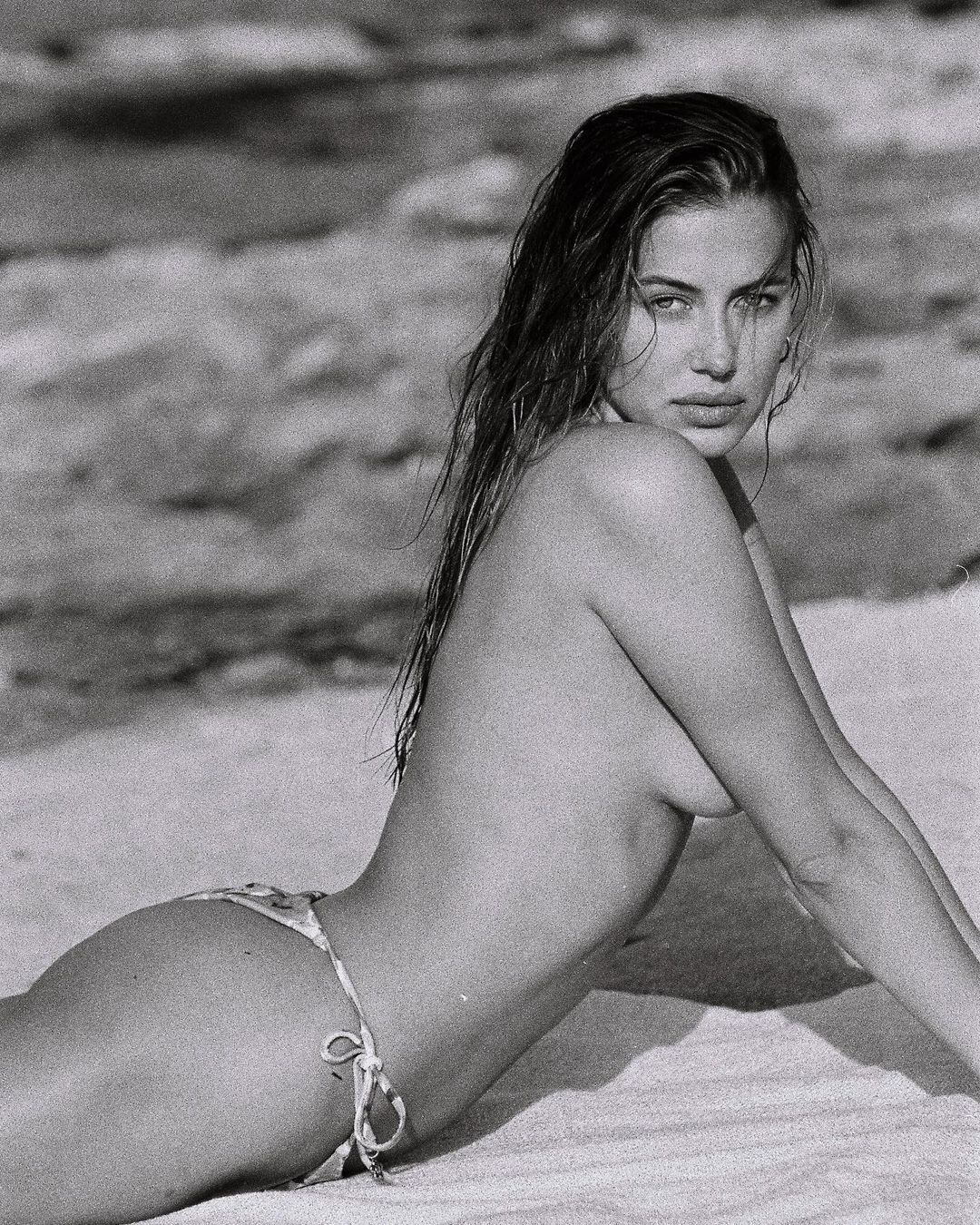 Чорно-білі кадри з'явилися на її особистій сторінці в соцмережі.