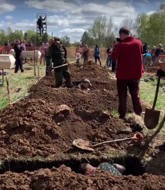 Чемпіонат з копання могил в Новосибірську