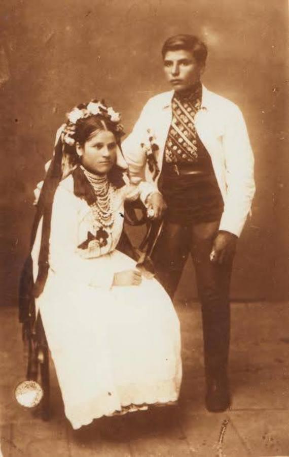 Молодые супруги семьи Пастушков в 1917 году.