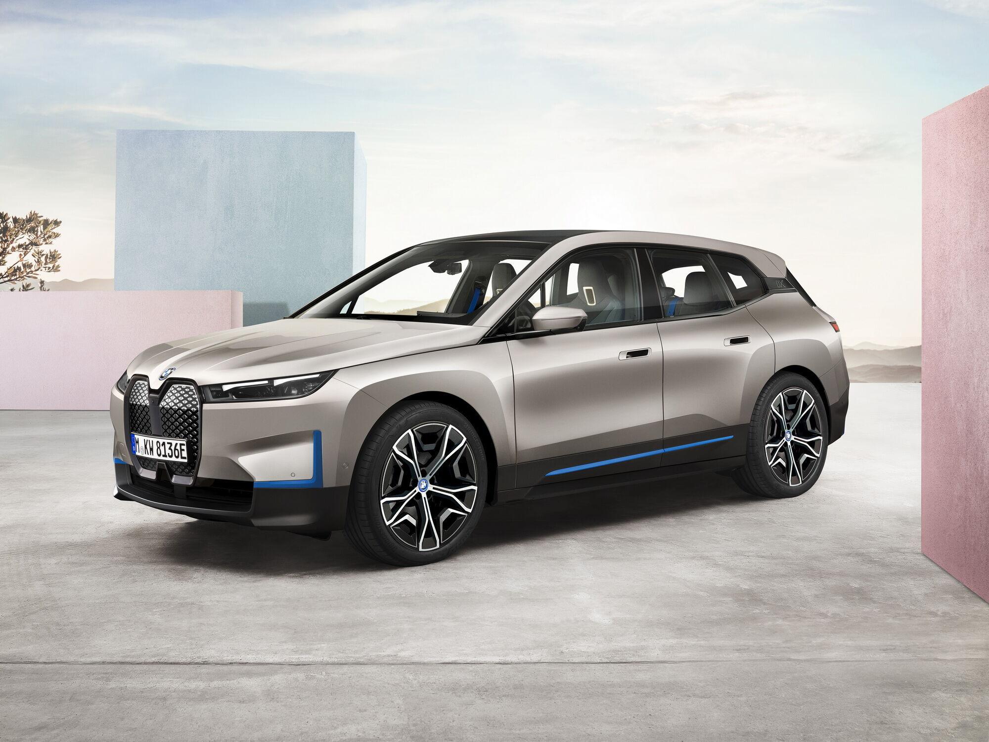 BMW iX буде доступний у двох версіях