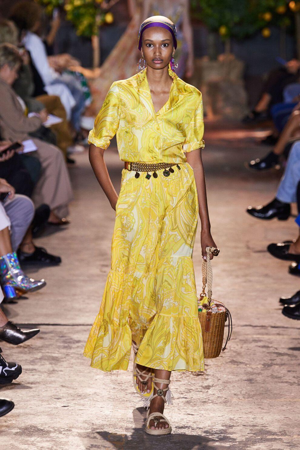 Модный желтый наряд рубашечного кроя от Etro