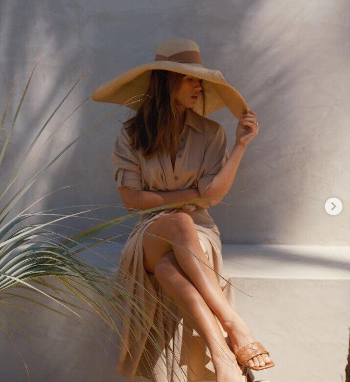 Великий солом'яний капелюх у моді