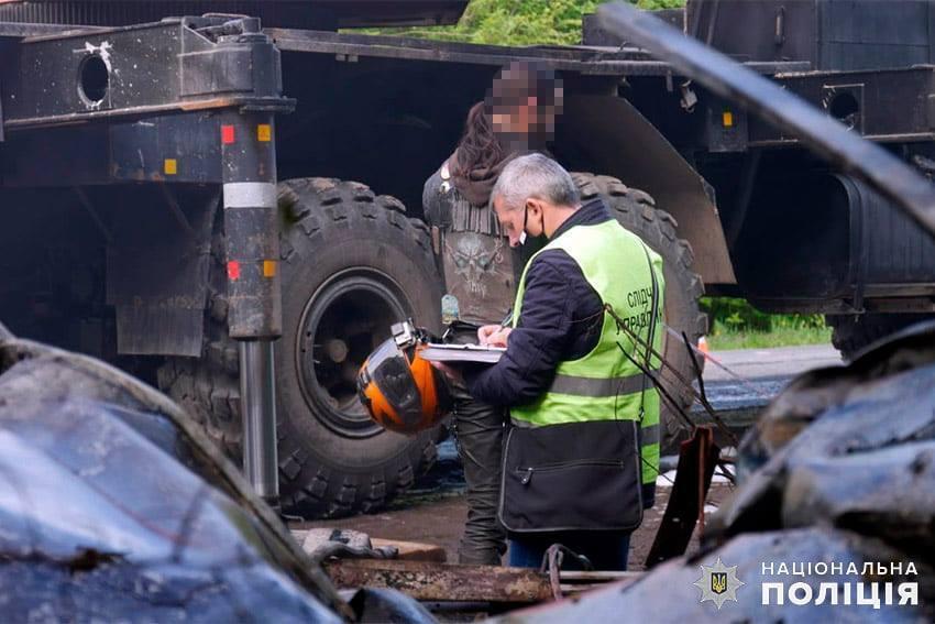 На месте столкновения работали сотрудники экстренных служб