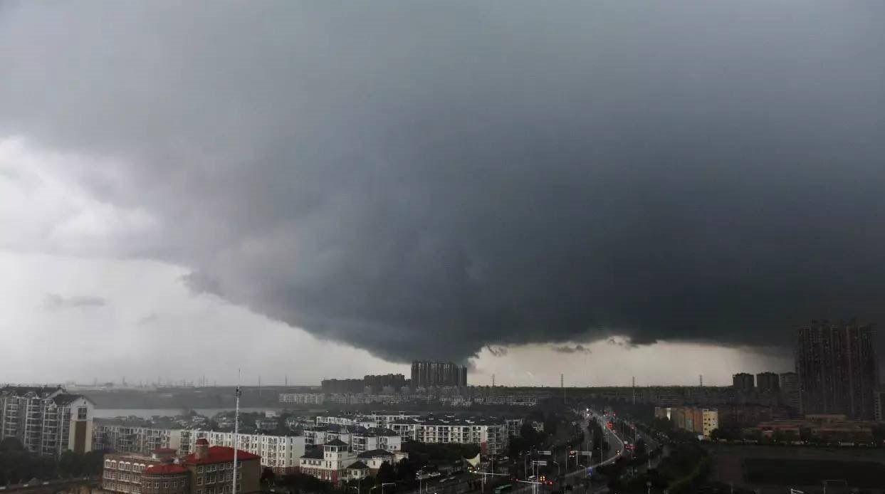 Торнадо зруйнував 27 і пошкодив 130 будинків і будов