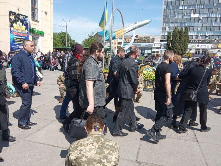 В Украине простились с убитым на Донбассе воином и снайпером-разведчицей. Фото