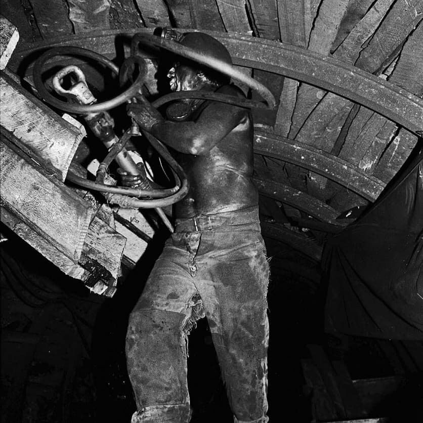 На снимках Милосердова изображена вся шахтерская жизнь