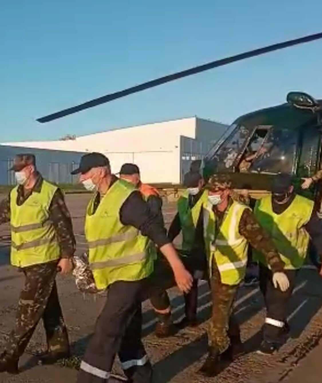 Бойца эвакуировали военным вертолетом.