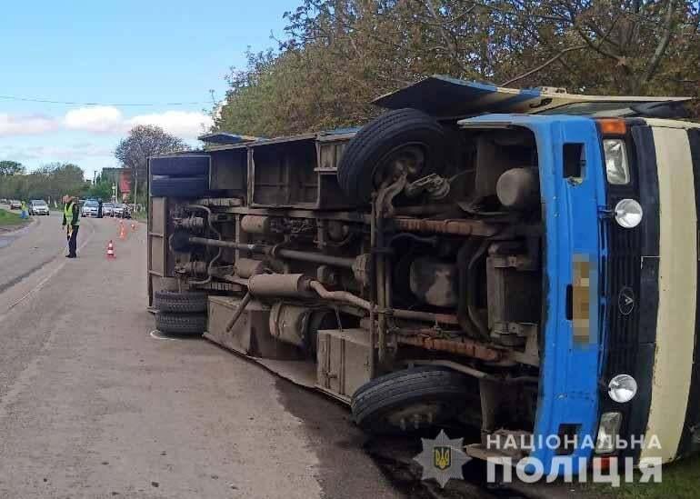 На Ривненщине перевернулся автобус с пассажирами, есть раненые. Фото