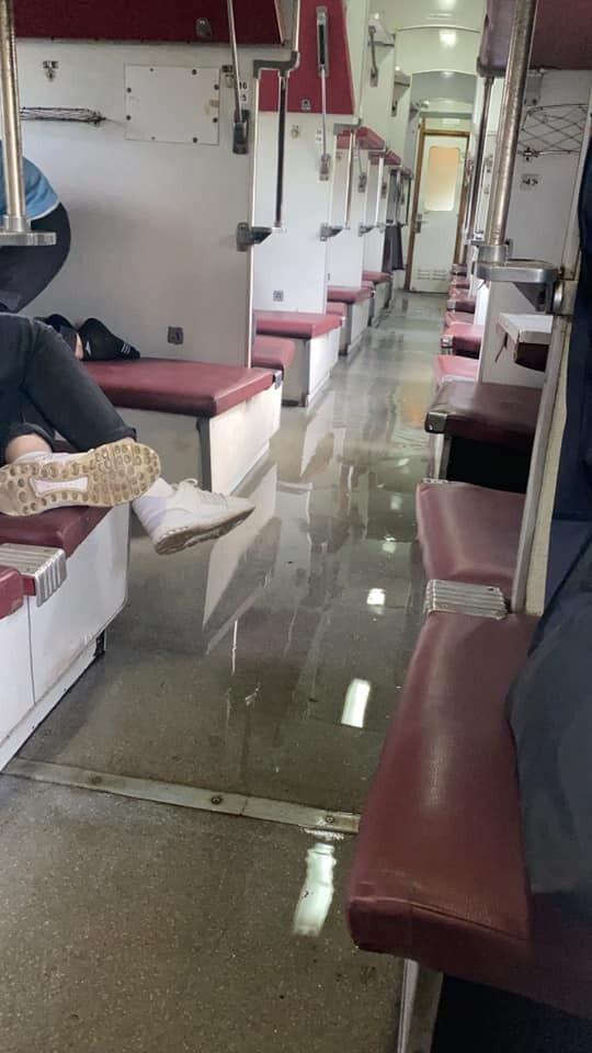 Потоп у вагоні поїзда